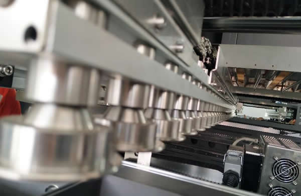 Stainless steel rollers for conveyors