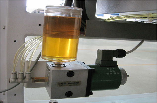 Automatic lubricating design by pressure pump