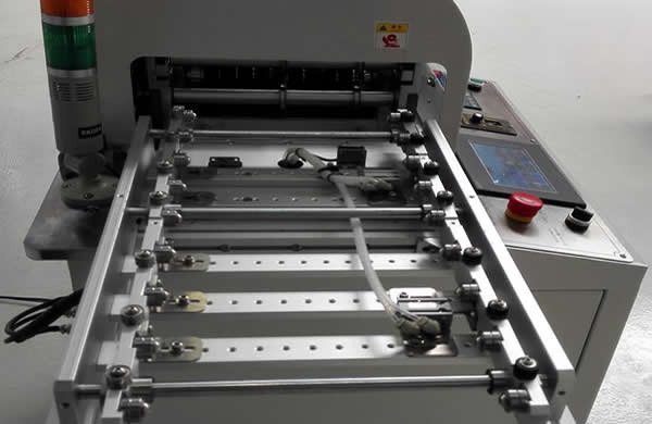 MDS-900 is equipped with automatic PCB clamping and loading system