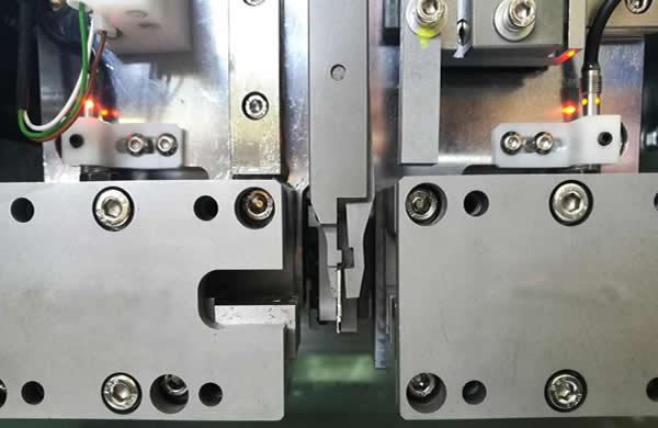 Terminal feeding system driven  by  Panasonic servo motor , fast and precise.