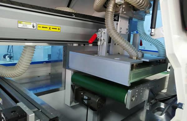 Automatic PCB unload conveyor belt.