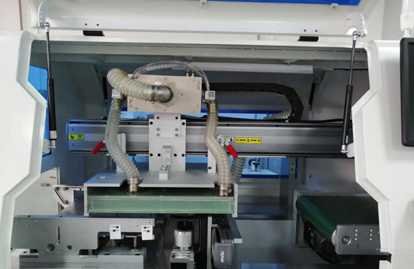 All the X/Y/Z cutting system is equipped Japanese  panasonic servo motor and it's control system.