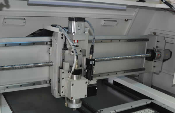 X,Y,Z axis adopt panasonic servo motor and it's driving system ,ball screw drive with rail & slider, make  movement smoothly and precisely.