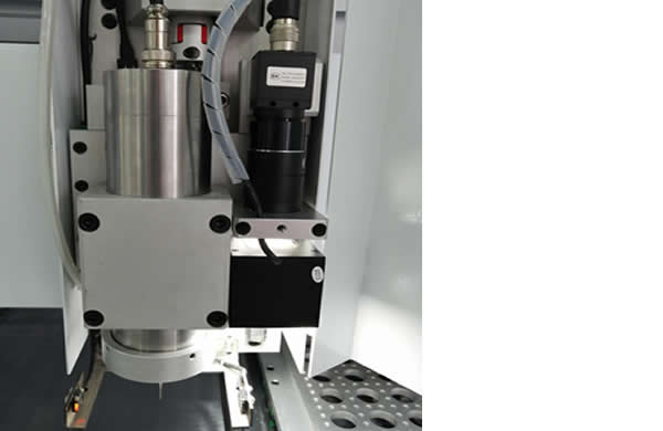 400W high-power spindle, which can cut Al board below 2.0mm thickness (machine needs to use custom-cut aluminum board milling cutter)