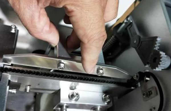 Clamshell screw upper pressure mechanism: